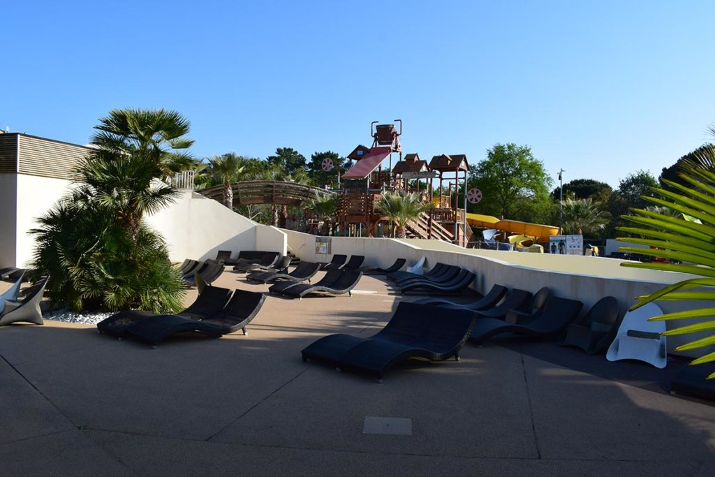Camping Domaine De La Rive Pool Sun Loungers