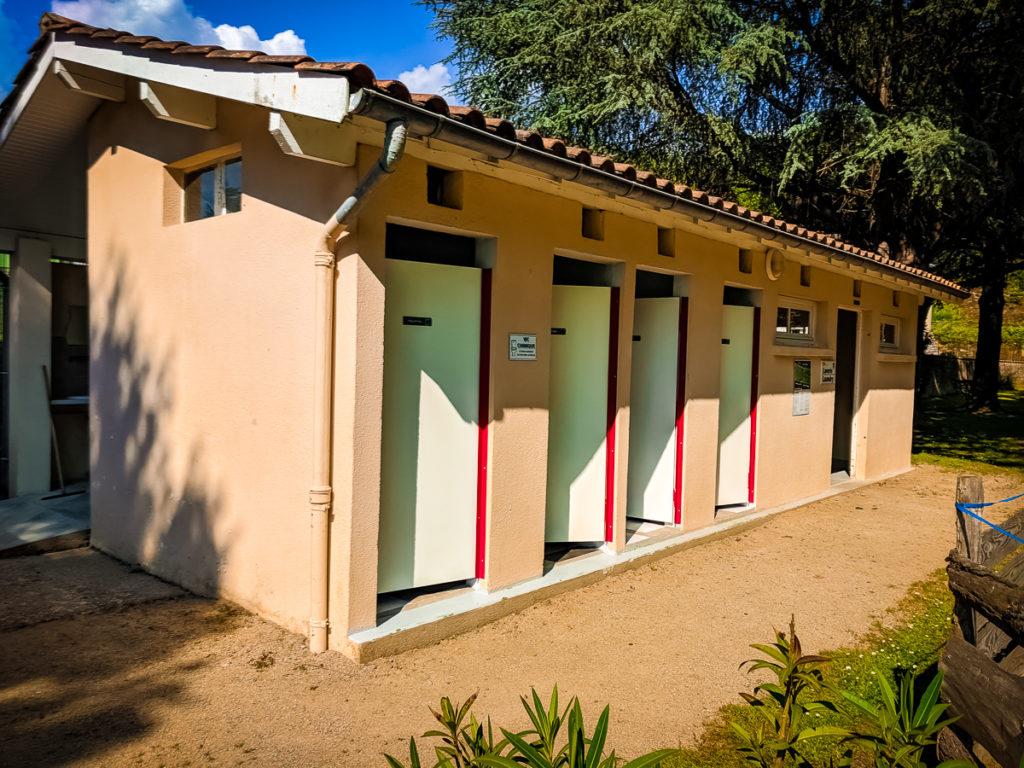 Toilet block at Camping des Ribières