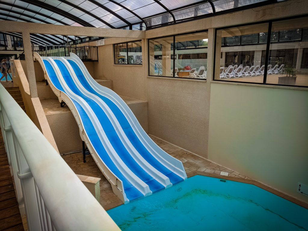 3 lane fast slide at the indoor pool of La Croix du vieux pont berny riviere france (67)
