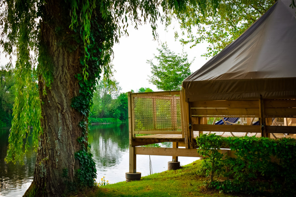 accommodation on the riverfront at camping des ribieres