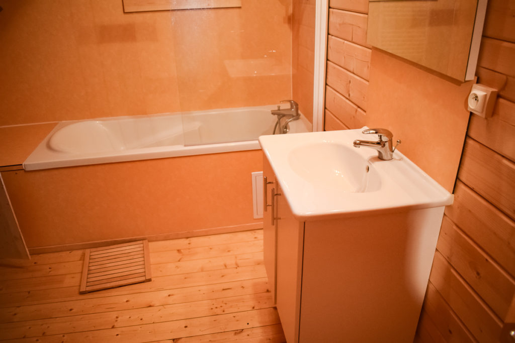 the bathtub in the 4 bed wooden lodge at la croix du vieux pont was a great additional feature