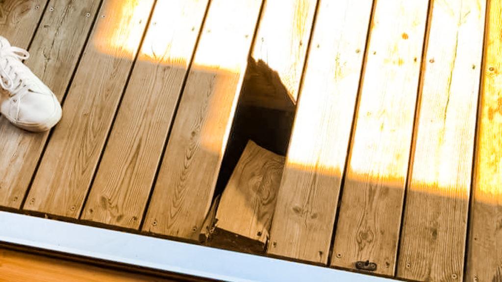 decking panel break in our wooden lodge at la croix du vieux pont