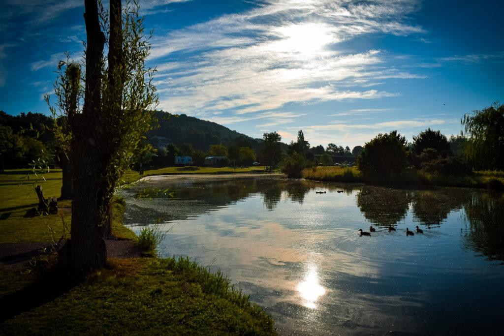 View over the lake at sunrise on La Croix du vieux pont berny riviere france (30)