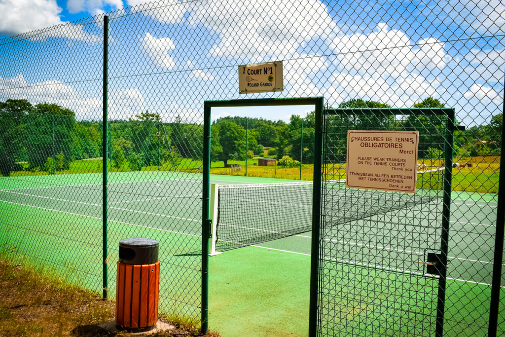Tennis courts at camping la garangeoire