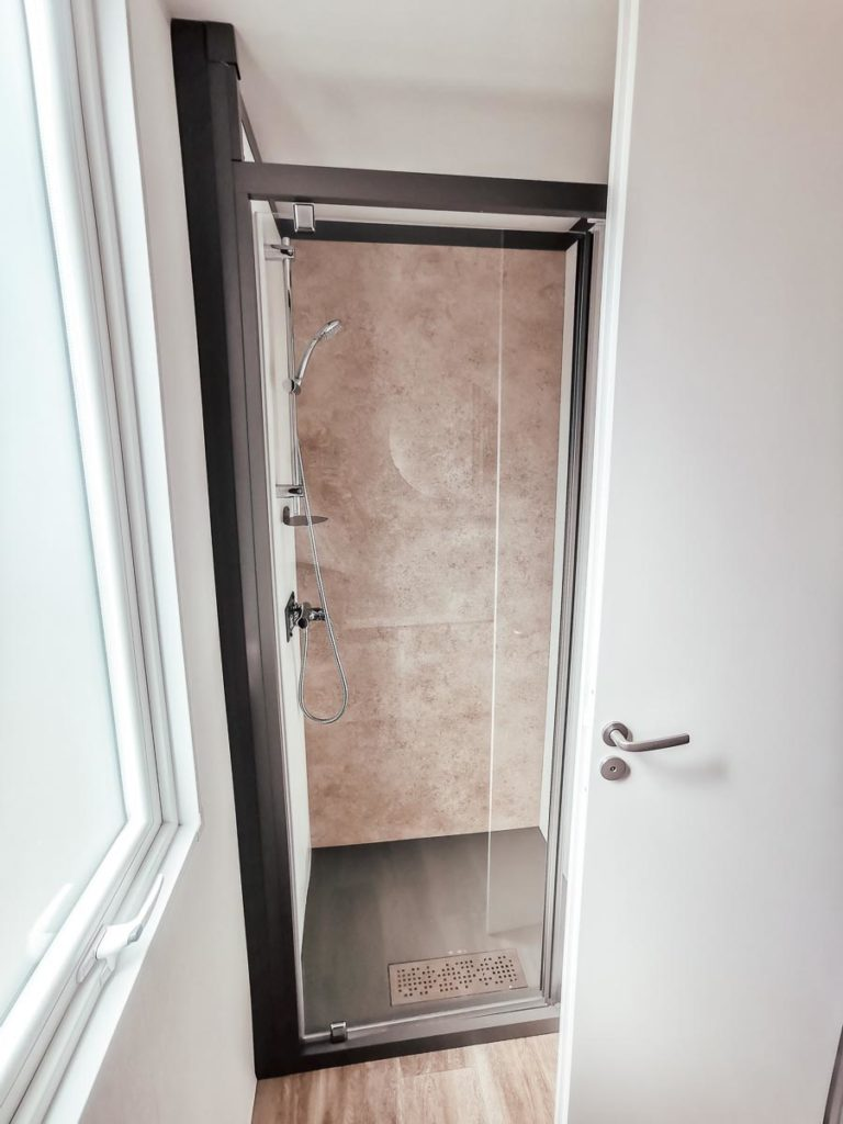 spare bedroom shower in our 4p premium lodge mobile home accommodation at Camping le Vieux Port Landes france