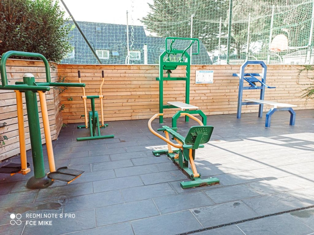 The outdoor body weight gym At Des Menhirs Campsite in Carnac (21)