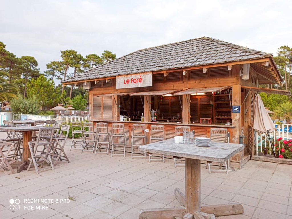 Outside bar at Camping natureo in Hossegor-04