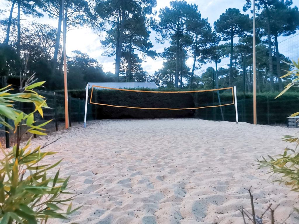 Volleyball court at Camping natureo in Hossegor-21