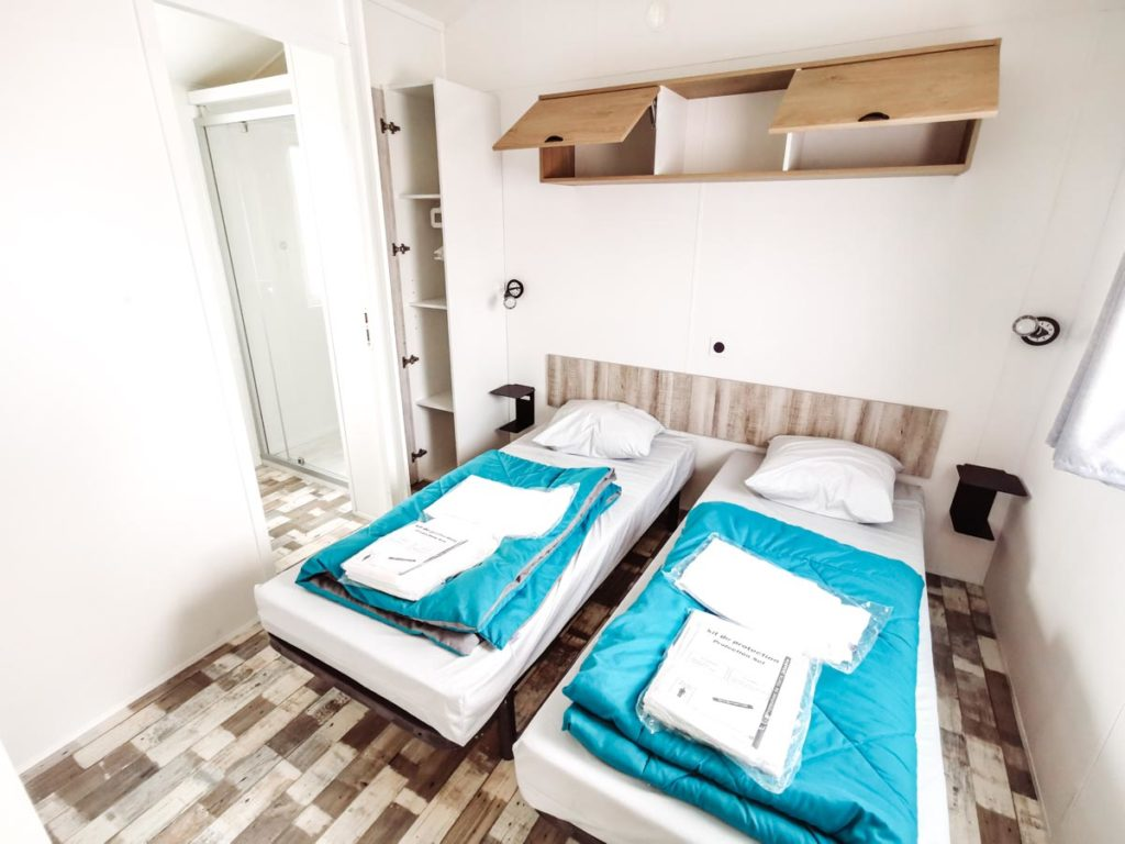 Twin bedroom in our Gamme duo premium plus at camping L'ocean-01