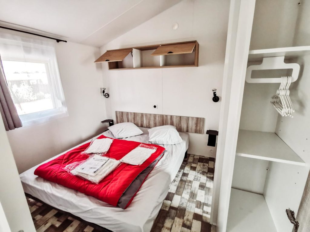Double bedroom with Gamme duo premium plus at camping L'ocean-02