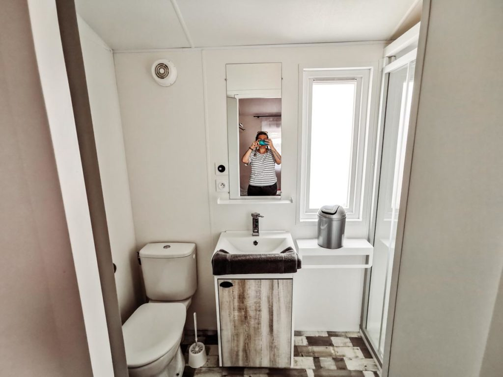 double bedroom en suite in our Gamme duo premium plus at camping L'ocean-04
