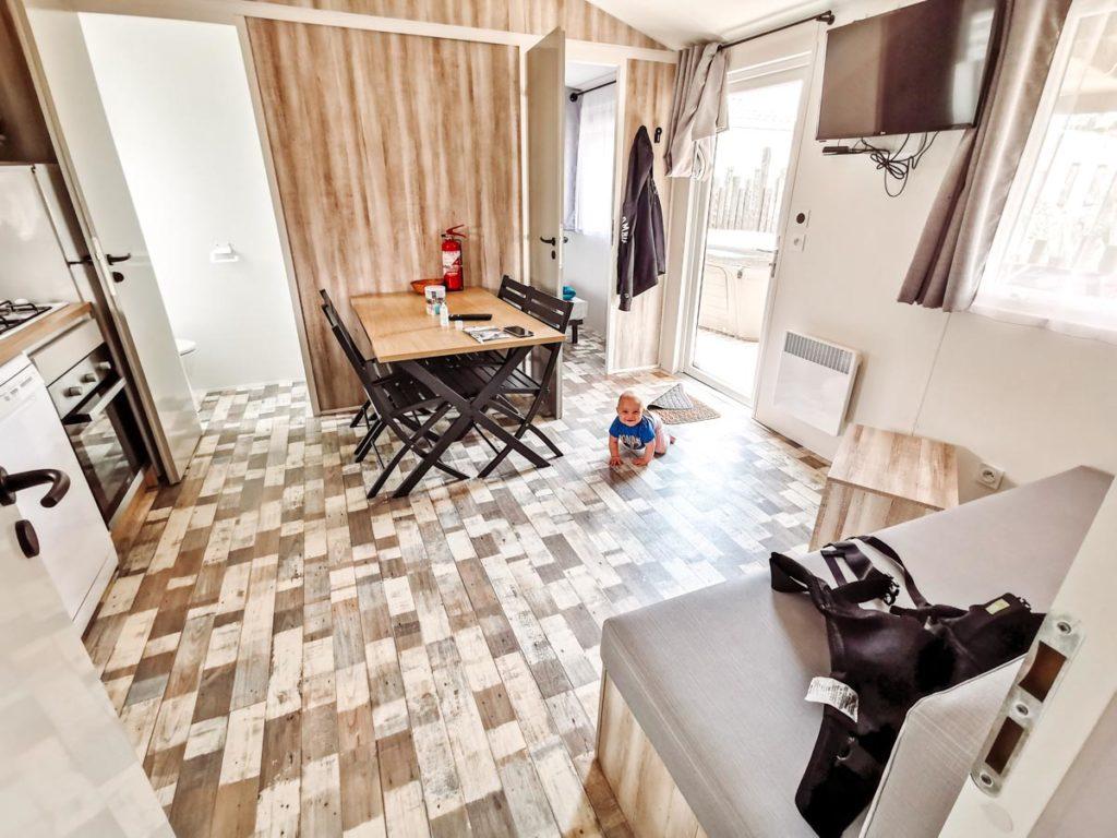 Living area in Gamme duo premium plus at camping L'ocean-05