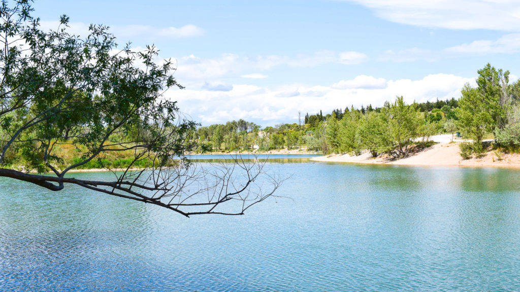 photo of the blue lac du cres in le cres montpellier