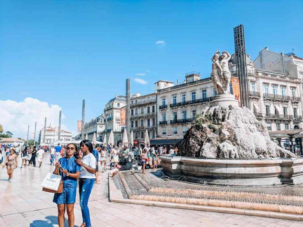 place de la comedie in the centre of montpellier with people surrounding the fountaine