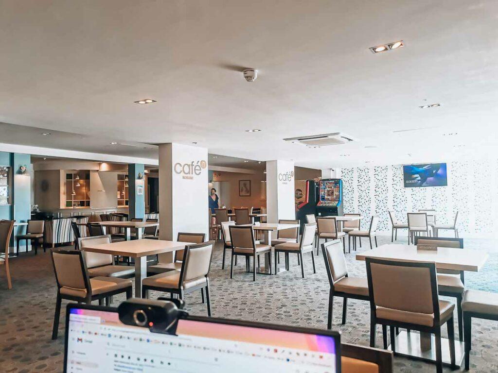 Hoburne-Bashley-Holiday-Park-empty-cafe-area