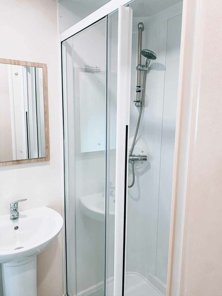 Hoburne-bashley-holiday-park-classic-caravan-shower-cubicle