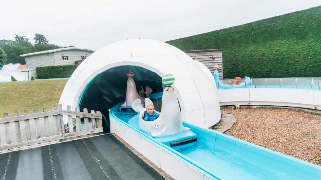 toddler sat on the eskimo water ride at Paultons-park-and-peppa-pig-world