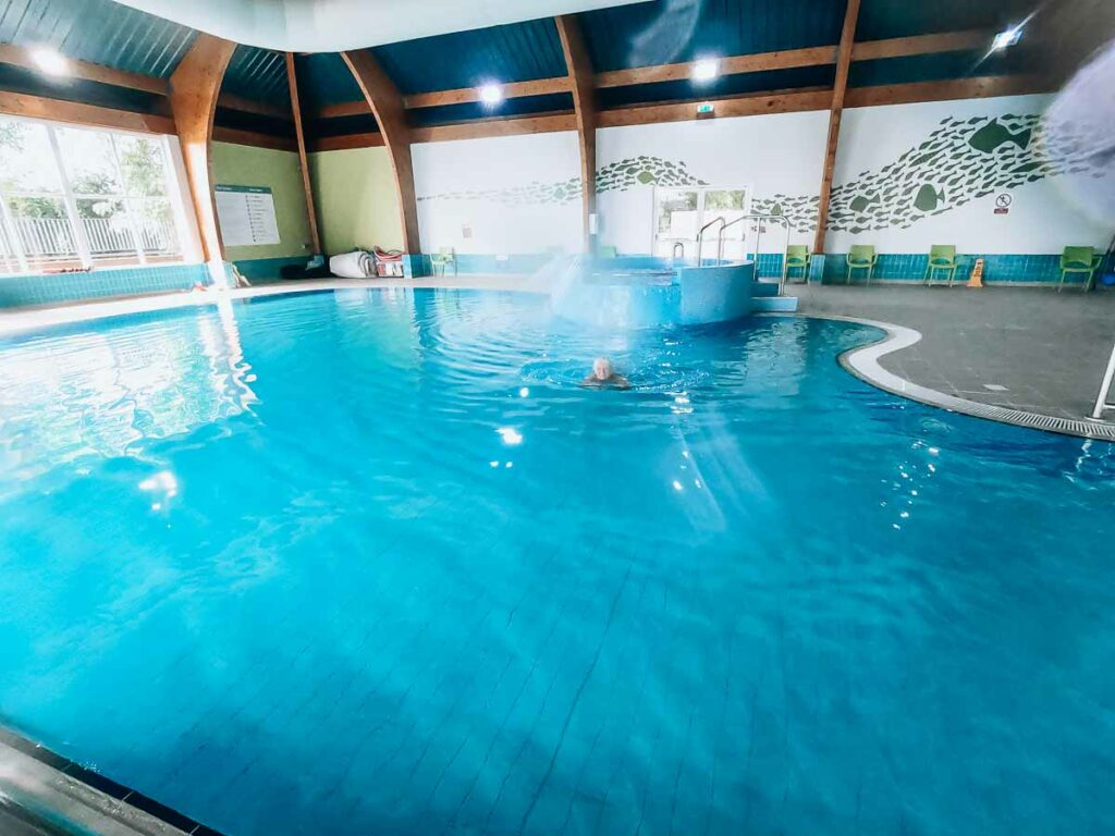main-indoor-swimming-pool-at-bashley-park-campsite-in-the-new-forest