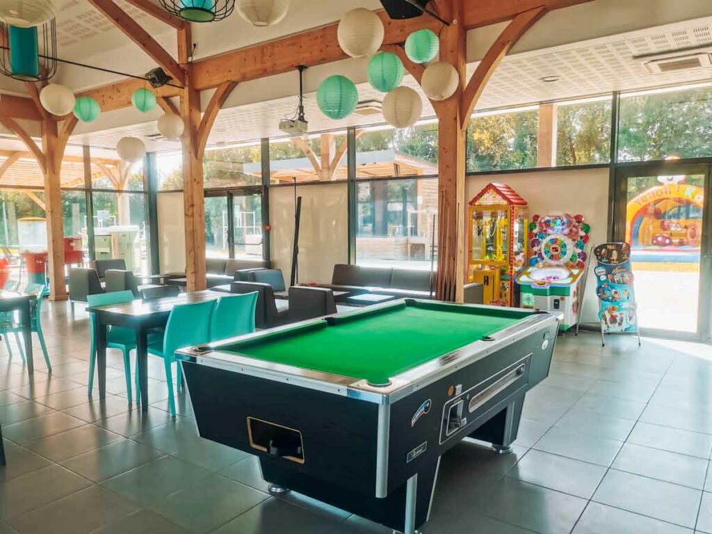 The inside bar and restaurant with a pool table at camping la roche posay