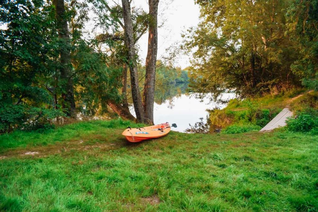 entrance to the river with a canoe at camping la roche posay