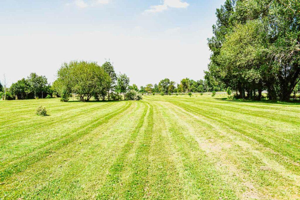 large-lawn-and-green-space-at-domaine-de-la-breche-campsite