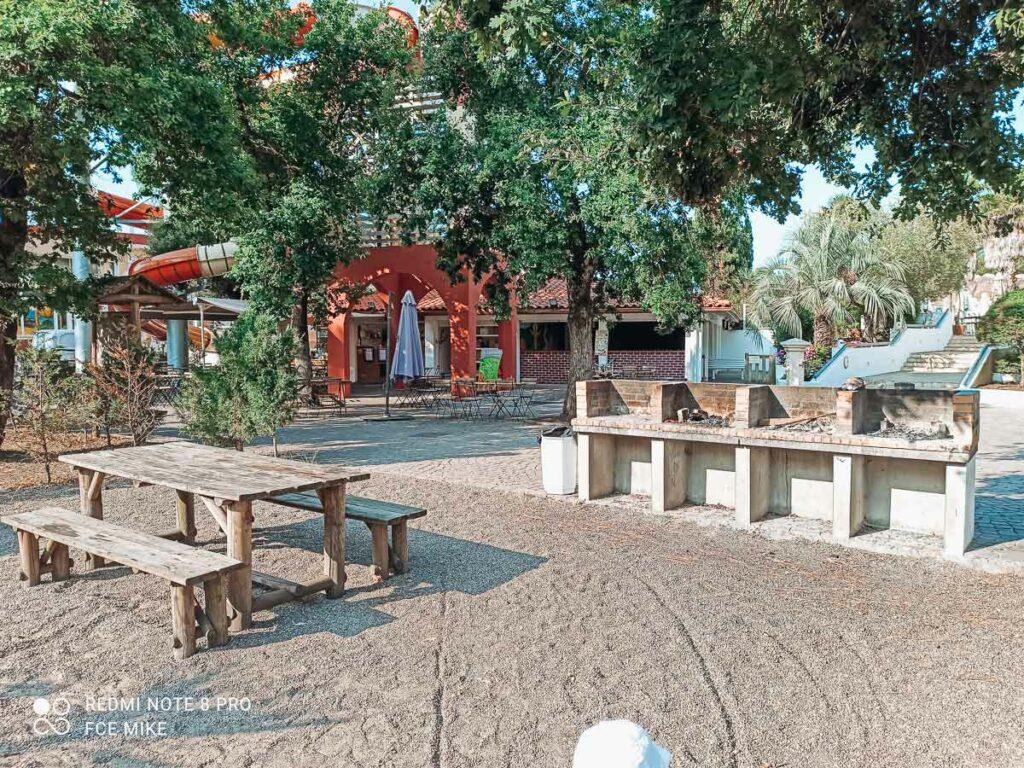 communal-bbq-area-at-sylvamar-campsite