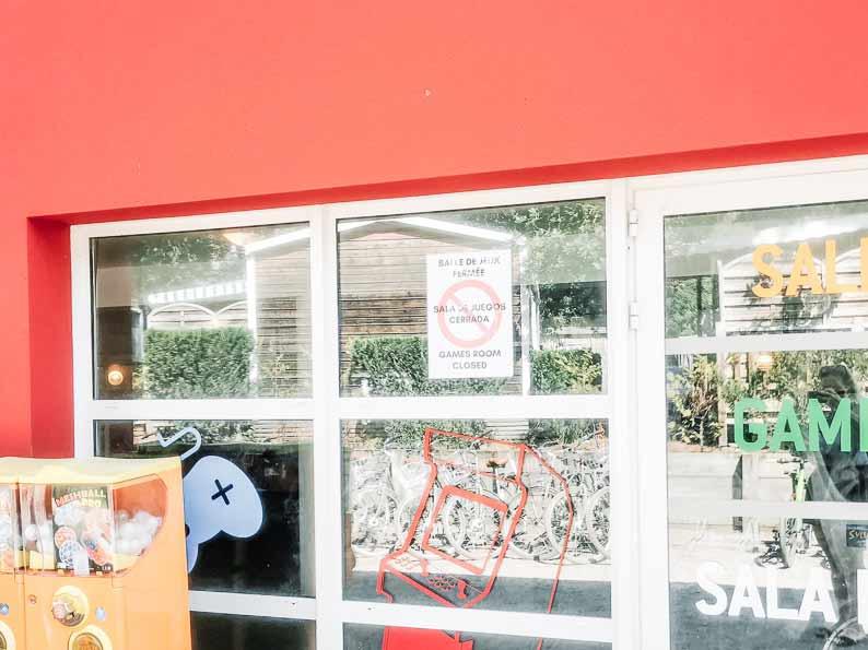 games-room-closed-sign-at-yelloh-village-sylvamar