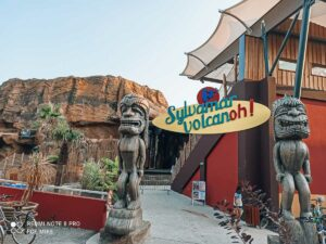 sylvamar-volcano-entry-with-imposing-statues-and-a-gate-to-the-ampitheatre